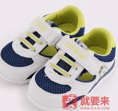 在海淘选择学步鞋常见的几个误区及如何正确选择学步鞋子
